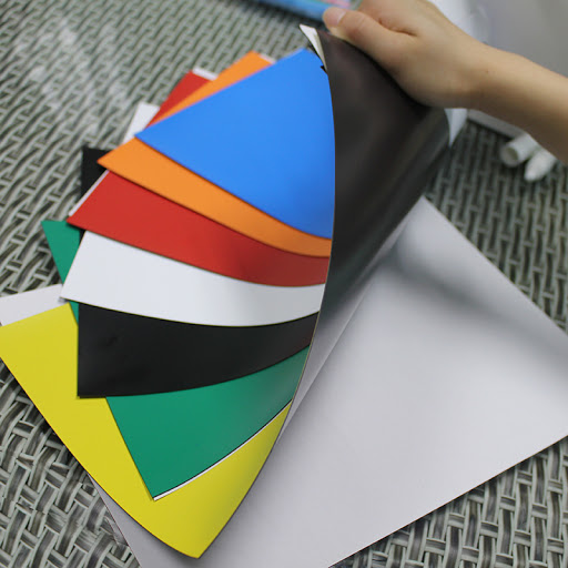 Các loại nam châm dẻo Hà Nội gồm nam châm dẻo 2 mặt, nam châm dẻo dạng cuộn, nam châm dẻo A4, nam châm dẻo màu sắc