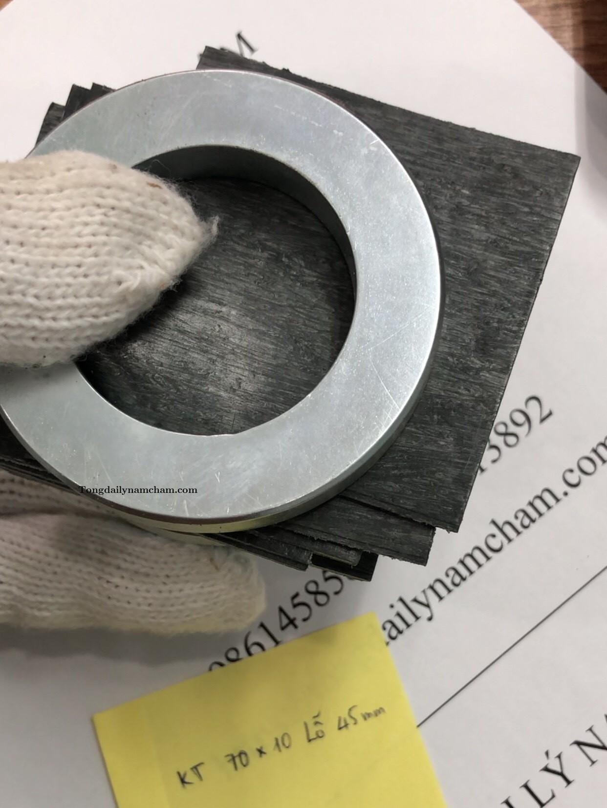 Nam châm viên tròn 70x10 có lỗ 45mm đất hiếm siêu mạnh