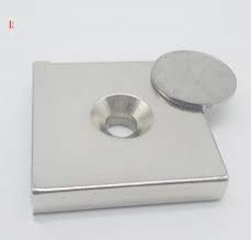 Nam châm đất hiếm cứu hộ 100x100x25mm có lỗ - Magnet have a hole to applied in rescue