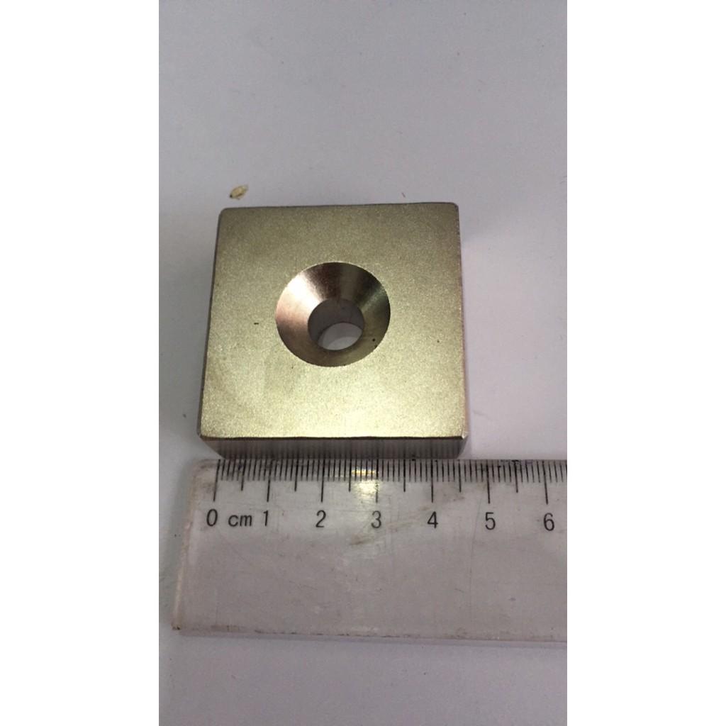 Nam châm viên trắng kích thước 45x45x15mm có lỗ